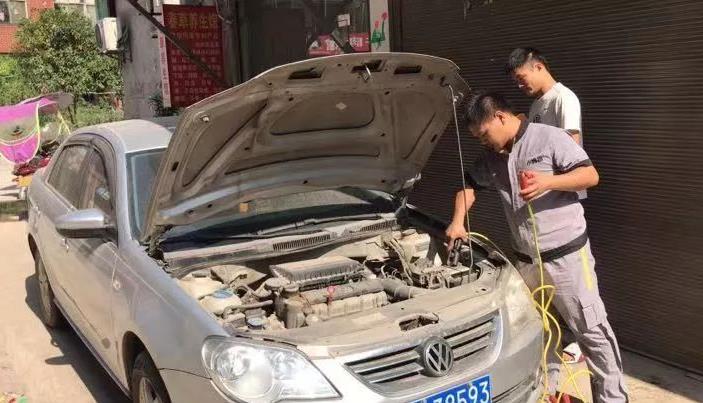 """【今夏你最""""热""""】为服务车主,小拇指技师竟甘愿去做这些事!"""